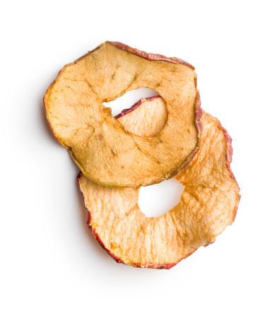 Geschmackvolle getrocknete Äpfel lokalisiert auf weißem Hintergrund.