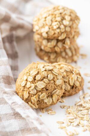 Biscuits à l'avoine de céréales sur tableau blanc.