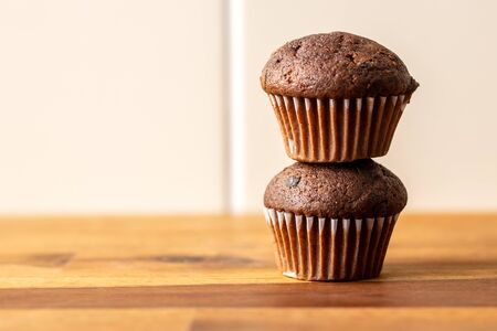 Sweet muffins. Chocolate cupcakes on kitchen table. Archivio Fotografico - 139619441