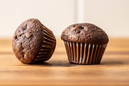 Sweet muffins. Chocolate cupcakes on kitchen table. Archivio Fotografico - 139619487