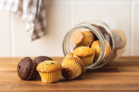 Sweet muffins. Chocolate cupcakes on kitchen table. Archivio Fotografico - 139619731
