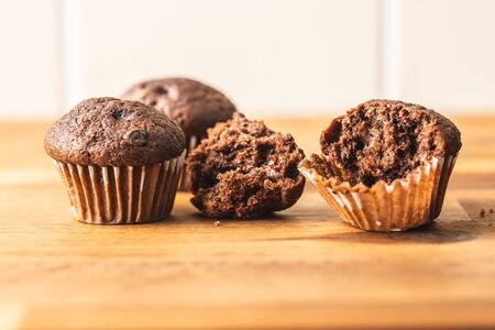 Sweet muffins. Chocolate cupcakes on kitchen table. Archivio Fotografico - 139619806