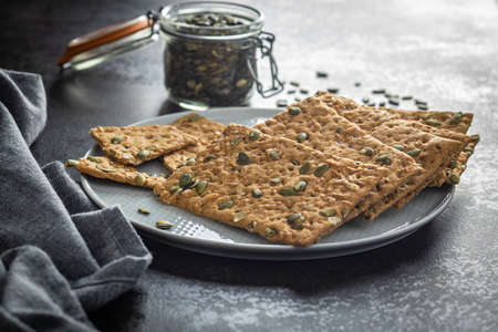 The crispy bread with pumpkin seeds. Knackebrot on plate. Banque d'images