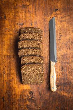 Dieting cereal bread with sunflower seeds on wooden table. Top view. 版權商用圖片 - 161522585