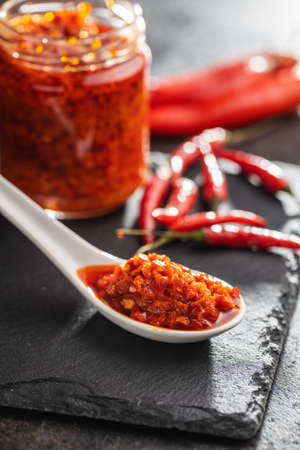 Red hot chili paste in ceramic spoon. 版權商用圖片 - 161522663