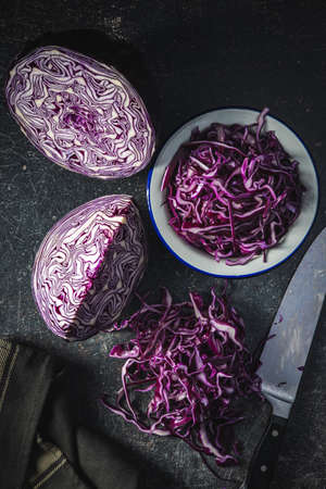 Sliced fresh red cabbage on black table. Top view. 版權商用圖片