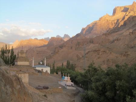 stupas: Stupa buddisti e moschee in Ladakh
