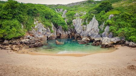 Gulpiyuri Beach (Playa de Gulpiyuri) a secret beach in Asturias, Spain Imagens