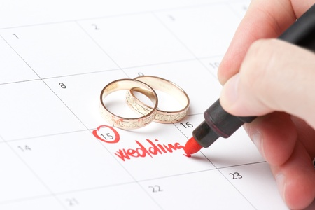 Wedding rings and hand writing word wedding into calendar Reklamní fotografie - 11847299