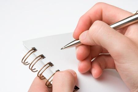 hombre escribiendo: Estudiante con cuaderno de espiral elaborado teniendo en cuenta