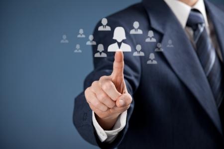 realiseren: Human resources officer realiseren van gendergelijkheid door het kiezen van vrouw werknemer CRM, data mining en gendergelijkheid citaten concept ook