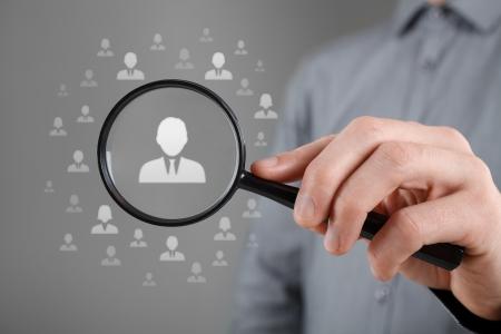 zvětšovací sklo: Lidské zdroje, CRM, data mining a sociální média pojetí - důstojník hledá zaměstnance reprezentován ikonou diskriminace na základě pohlaví při výběru zaměstnanců Reklamní fotografie