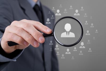 discriminacion: Los recursos humanos, CRM, la minería de datos y social media - concepto oficial busca empleado representado por el icono de la discriminación de género en la selección de los empleados