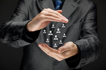 Lebensversicherung, Kundenbetreuung, Pflege für Mitarbeiter, Gewerkschaft und Marketing-Konzepte Segmentierung Schutz Geste der Geschäftsmann, Manager oder Personal und Symbole, die Gruppe von Menschen, Standard-Bild
