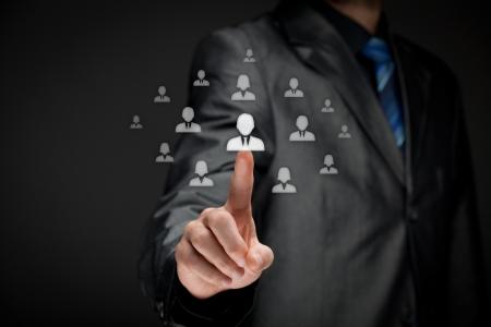 인적 자원 장교 HR은 직원이 군중 선택 팀 지도자 개념의 밖으로 서 선택 스톡 콘텐츠