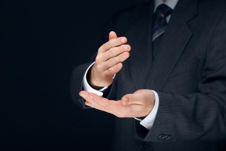 comunicacion no verbal: La comunicación no verbal. Basta, negar, rechazar y hacer gesto corte nítido y de hombre de negocios. Foto de archivo