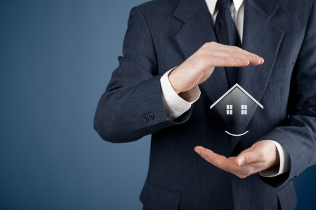 agent de s�curit�: Immobilier maison offre de l'agent de la propri�t� et le concept de s�curit�