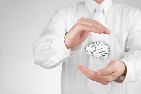 Derecho de propiedad intelectual y la protección de los derechos de autor, las patentes y el concepto de conocimientos Proteja ideas de negocio y conceptos headhunter Foto de archivo
