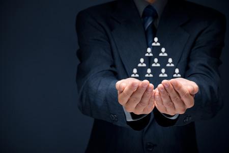 recursos humanos: Los recursos humanos, jerarquía corporativa y concepto de marketing multinivel.