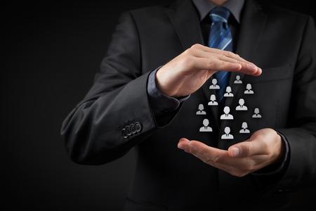 직원, 노동 조합, 생명 보험 및 마케팅 분할 개념에 대한 고객 관리, 의료. 사업가 또는 사람의 그룹을 대표하는 인력과 아이콘의 제스처를 보호.
