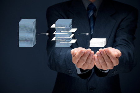 structured: La miner�a de datos de proceso (dataminig) y an�lisis de grandes datos (bigdata) concepto cuesti�n. Analista darle datos estructurados y pertinentes. Foto de archivo