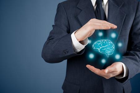 La ley de propiedad intelectual y la protección de los derechos de autor y patentes concepto. Proteger las ideas de negocio y conceptos headhunter. Foto de archivo