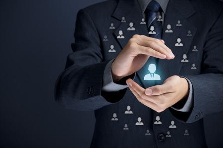 managers: 후원자, 직원을위한 고객 관리, 보호, 고객의 개인, 개인 고객, 관리, CRM, 소셜 고객 서비스, 고객 유지, 고객 관계, 마케팅 틈새 시장 세분화의 개념.