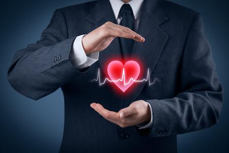 health healthcare: Proteger la salud (salud) y la prevenci�n de problemas card�acos concepto (cardiolog�a). Cardi�logo con gesto protector y el s�mbolo del coraz�n y ECG latido.