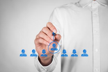 concepto: L�der, liderazgo, CEO, destacan forma la multitud y elevar conceptos.