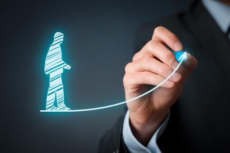 Rozwój osobisty, rozwój osobisty i kariera, sukces, rozwój, motywacja i potencjalnych koncepcje. Coach (oficer zasoby ludzkie, przełożony) pomaga pracownika z jego wzrostem.