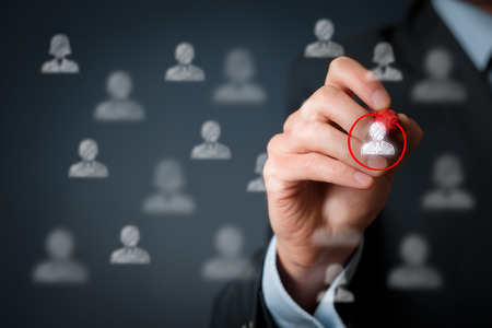 セグメンテーションとターゲット、パーソナライゼーション、個々 の顧客ケア (サービス)、顧客関係管理 (CRM) および指導者の概念をマーケティング 写真素材