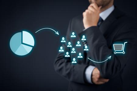 マーケティング戦略 - セグメンテーション、ターゲット設定、および配置。マーケティング戦略プロセスの可視化。 写真素材