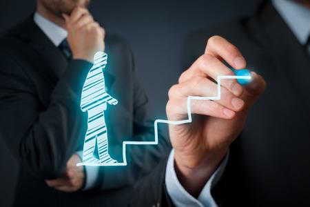 crecimiento personal: El desarrollo personal, crecimiento personal y profesional, el �xito, el progreso, la motivaci�n y conceptos potenciales. Coach (oficial de recursos humanos, supervisor) ayuda a los empleados con su crecimiento.