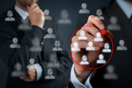 마케팅 세분화, 타겟 고객, 고객, 고객 관계 관리 (CRM) 및 팀 빌딩 개념을 관심.