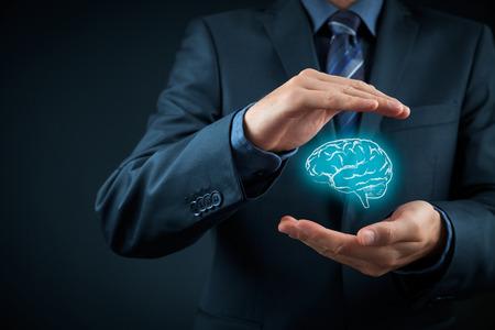 protección: La ley de propiedad intelectual y la protecci�n de los derechos de autor y patentes concepto. Proteger las ideas de negocio, salud mental, psic�logo y conceptos headhunter. Foto de archivo