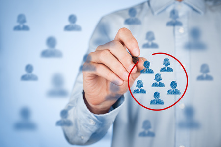 segmento: Segmentación de marketing, público objetivo, se preocupan clientes, gestión de relaciones con clientes (CRM), análisis de clientes y los conceptos de grupos focales. Foto de archivo