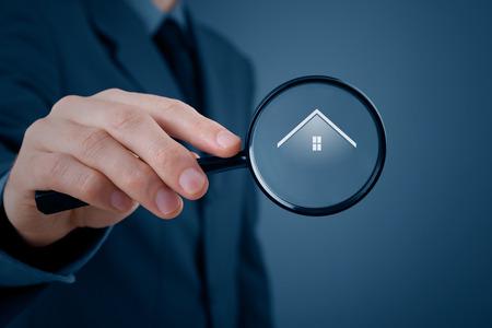 housing search: In cerca di agenzia immobiliare, di propriet� di assicurazione o di nuova casa (residenza).