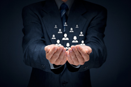 La atención al cliente, la atención de los empleados, recursos humanos, seguros de vida, bolsa de trabajo y los conceptos de segmentación de marketing. Composición Central. Foto de archivo - 38917690