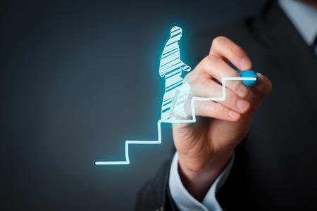 persoonlijke groei: Persoonlijke ontwikkeling, persoonlijke en carrière groei, vooruitgang en mogelijke concepten. Coach (human resources officer, supervisor) motiveren werknemer aan de groei. Stockfoto