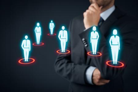 ターゲット視聴者 (マーケティング) のコンセプトです。ビジネスマンはターゲット視聴者と顧客について考えます。 写真素材