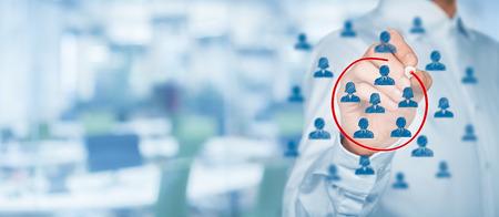 gerente: Segmentaci�n de marketing, p�blico objetivo, se preocupan clientes, gesti�n de relaciones con clientes (CRM), an�lisis de clientes y los conceptos de grupos focales con amplia composici�n.
