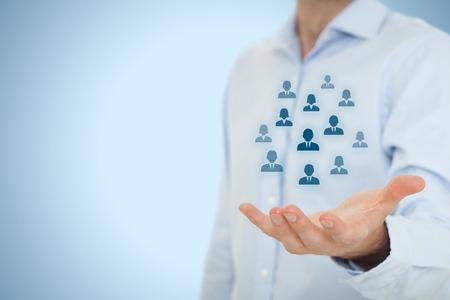 Piscine des ressources humaines, service à la clientèle, les soins pour les employés, syndicat, assurance-vie, agence de l'emploi et des concepts de segmentation marketing. Geste d'affaires ou personnel et icônes groupe de personnes représentant. Bonne composition.