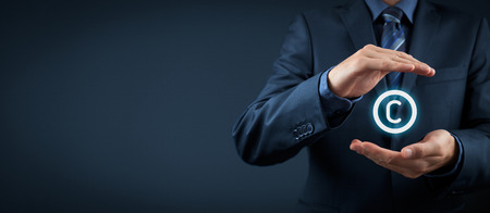 Diritto della proprietà intellettuale e la tutela dei diritti, diritti d'autore e dei brevetti concetto. Proteggere idee di business e concetti da head hunter. Ampia composizione banner. Archivio Fotografico - 40655792