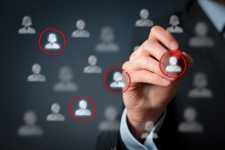 segmento: Público objetivo, la segmentación de marketing, atención a los clientes, mercado de trabajo, la gestión de relaciones con clientes (CRM) y los conceptos de trabajo en equipo.