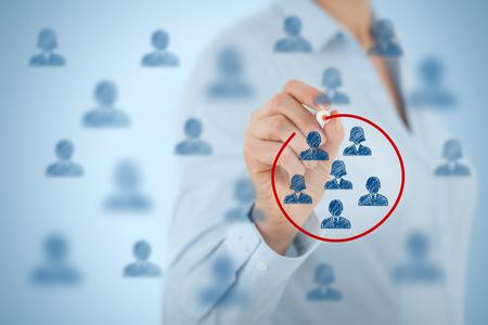 grupos de gente: Segmentaci�n de marketing, p�blico objetivo, se preocupan clientes, gesti�n de relaciones con clientes (CRM), an�lisis de clientes y los conceptos de grupos focales. Foto de archivo