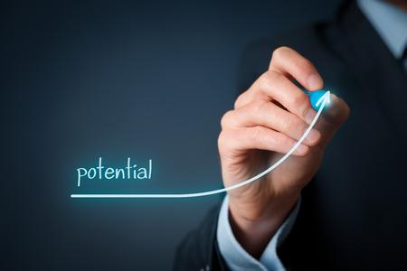 potentiality: Aumenta potencial de su concepto de negocio. Empresario dibujar creciente potencial creciente simbolizan la l�nea.