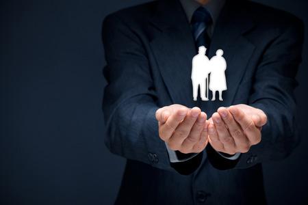 年金保険、シニア ビジネス、生命保険、サポート高齢者概念。