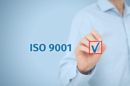 ISO 9001 - de kwaliteit management systeem. Zakenman select ISO 9001 certificering.