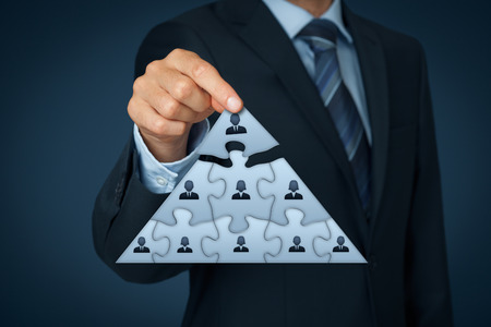 CEO, leadership and corporate hierarchy concept - recruiter complete team represented by puzzle in pyramid scheme by one leader person (CEO). Standard-Bild