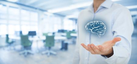inteligencia: Ideas de negocios y la creatividad, conceptos headhunter, inteligencia de negocios, de salud mental y la psicolog�a, la toma de decisiones de negocios, derechos de autor y derechos de propiedad intelectual. Composici�n de la bandera ancha, la oficina en el fondo.